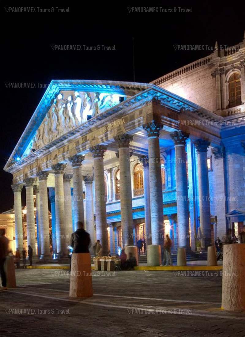 guadalajara centro historico teatro degollado de noche